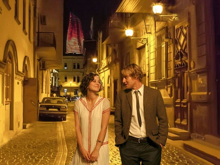Marion Cotillard and Owen Wilson on a walk through the evening Icheri Sheher
