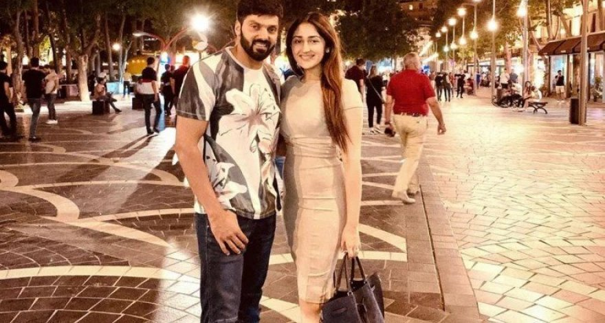 Indian movie stars Arya and Sayesh rest in Baku