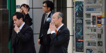 В Японии за курение в общественных местах придется платить штраф до 2700 долларов