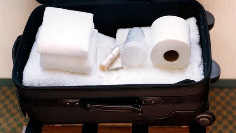 Туристы чаще всего крадут в отелях Европы полотенца, халаты и вешалки - исследование