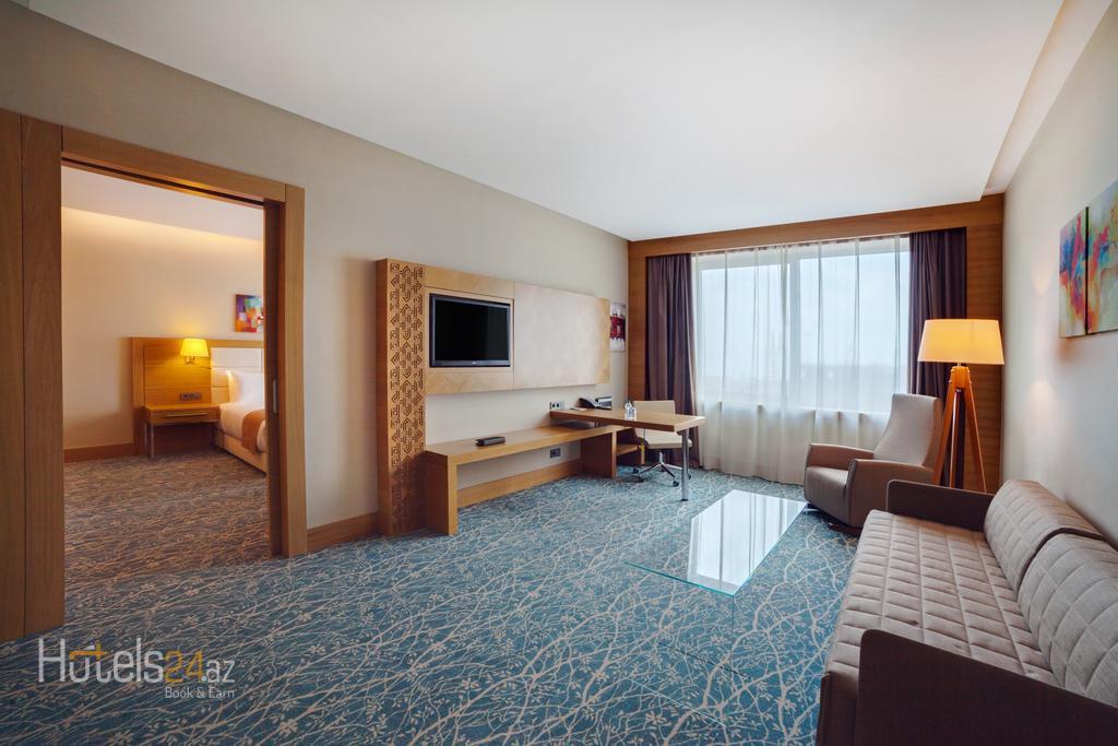 Гостиница Holiday Inn Баку - Люкс с кроватью размера