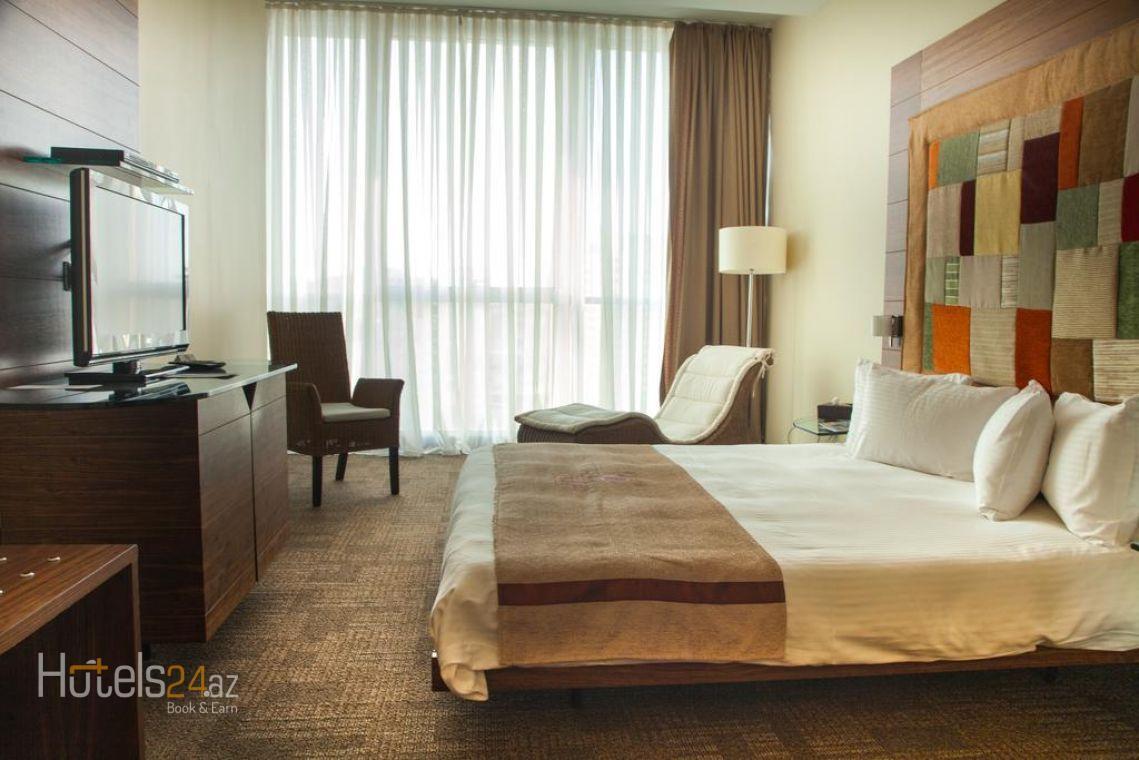 Двухместный номер Делюкс с 1 кроватью, видом на город и правом посещения Представительского клуба.