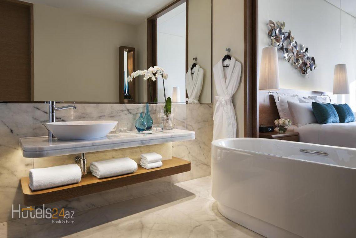 Представительский люкс с кроватью размера «king-size», доступом в представительский лаундж и видом на море